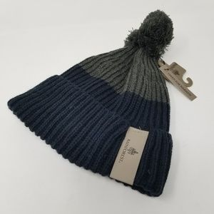 NWT. RAINFOREST Pom Knit Beanie. One Size.